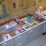 Diverse bøger er til salg